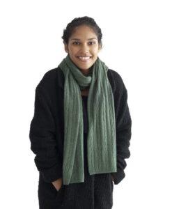 Grön kabelstickad halsduk i silke och kashmir