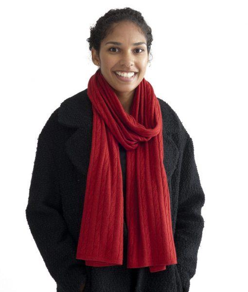 Röd kabelstickad halsduk i silke och kashmir