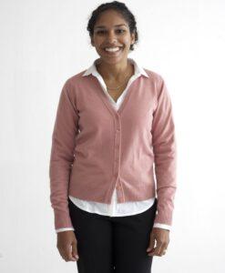 Rosa kofta med v-ringad hals i 100% kashmir