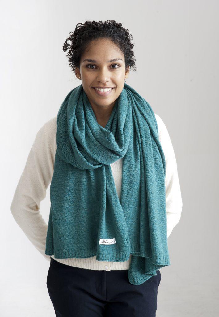 Sjal och eller halsduk i kashmir silke i en vackert grön färg.