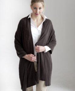 Brun kabelsstickad poncho med knappar i silke och cashmere Kan också användas som sjal eller poncho med krage