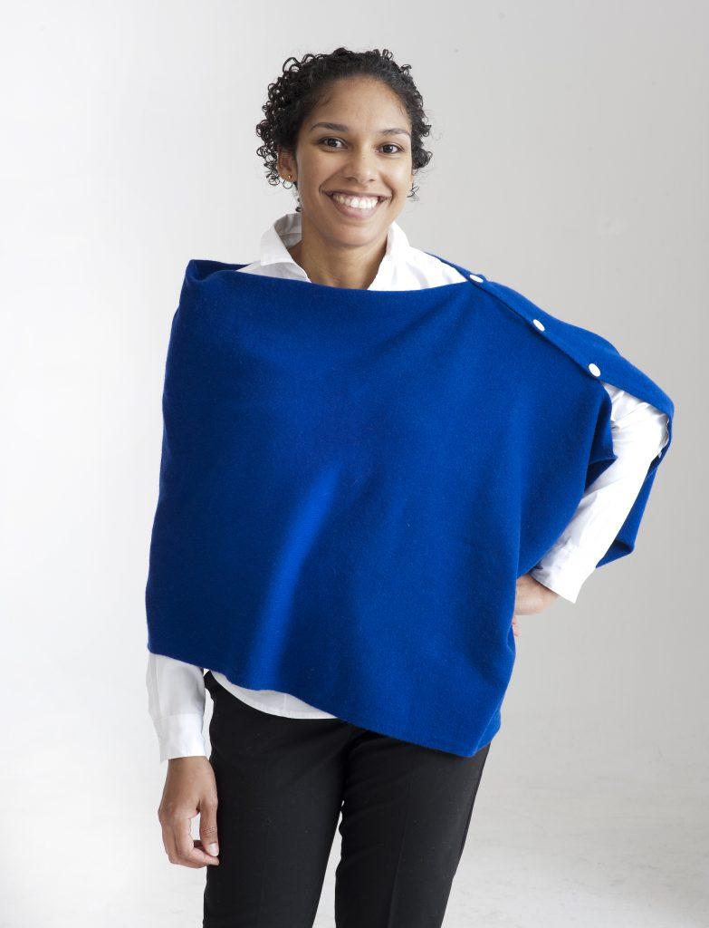 Blå multifunktionell poncho med knappar i 100% kashmir