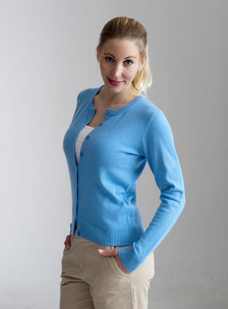Ljust blå kofta med rund hals i silke och kashmir