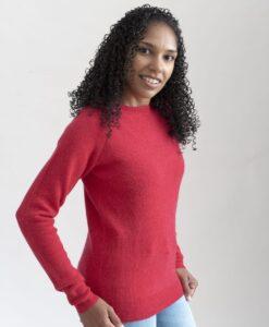 Ribbstickad sweater i 100% kashmir med raglanärm i röd