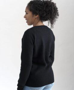 Ribbstickad sweater i 100% kashmir med raglanärm i svart