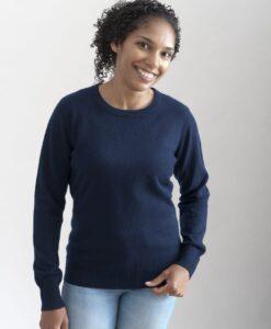 Mörkblå rundhalsad sweater i 100% kashmir. Ett prisvärt basplagg för garderoben.