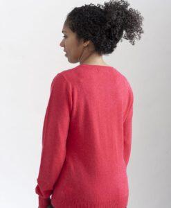 Röd rundhalsad sweater i 100% kashmir. Ett prisvärt basplagg för garderoben.