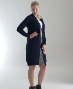 Lång cardigan för damer, stickad i 100% cashmere. Marinblå