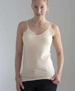 Tunt, mjukt linne stickat i en blandning av silke och kashmir, mjukt att ha närmast kroppen.