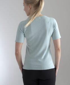 Rundhalsad tröja med kort ärm stickad i en blandning av silke och kashmir. Mintgrön
